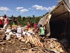 Carreta tomba e carga é saqueada em Domingos Martins, ES