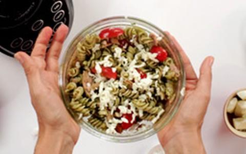 Salada energética de macarrão