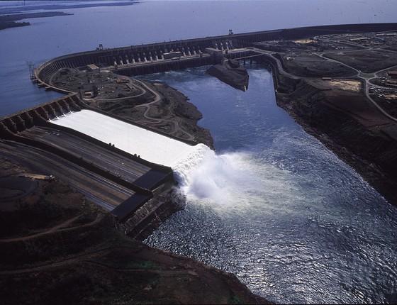 Imagem aérea da hidrelétrica de Itaipu (Foto: Amilton Vieira / Editora Globo)