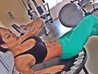 Graciella Carvalho acorda cedo para malhar e mostra barriga em gomos