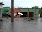 Forte chuva enche açude e alaga ruas em Assaré, no interior do Ceará
