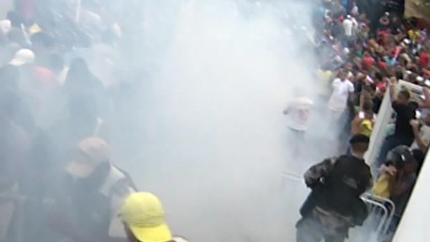 FRAME - confusão ingressos bahia fonte nova (Foto: TV GLOBO)