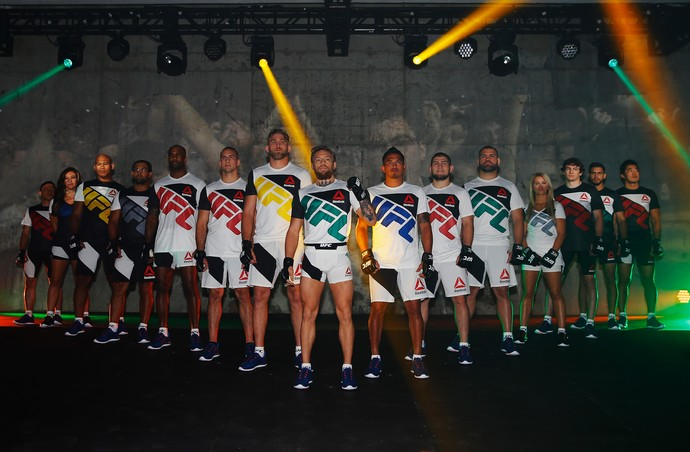 Kit de uniformes da Reebok para UFC (Foto: Getty Images)