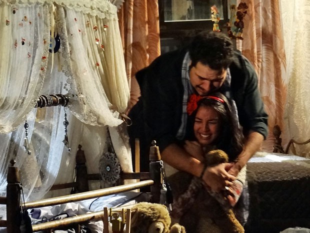Tamar se desespera ao ver que seu filho sumiu (Foto: Salve Jorge/ TV Globo)