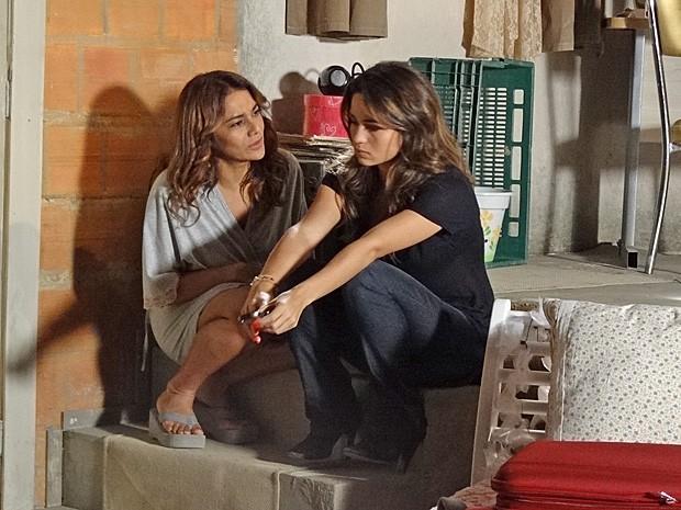 Lucimar tenta convencer Morena de desistir da viagem (Foto: Salve Jorge/TV Globo)