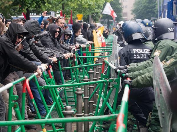 Alemães protestam em Frankfurt em frente ao BCE (Foto: AFP)