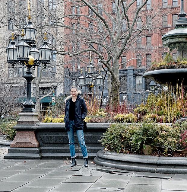 Bruna passeia pelo bairro de Gramercy   (Foto:  )