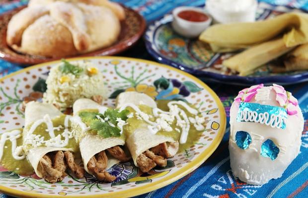 Enchiladas Queretanas do La Mexicana: Tortilla de milho passada no molho de pimenta guajillo, recheada de queijo fresco e servida com batatas e cenoura cozida  (Foto: Divulgação)