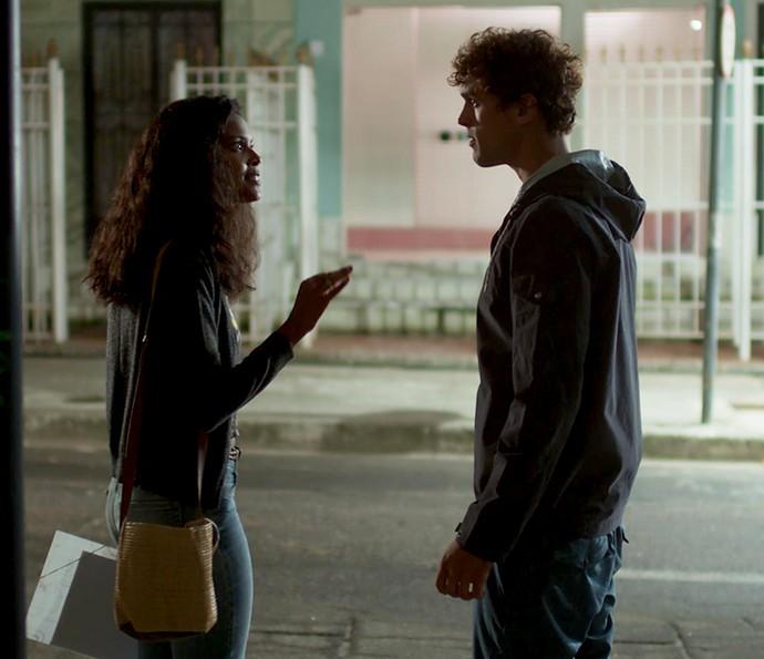 Joana lembra de Gabriel em Fortaleza, mas não quer ajuda do gato  (Foto: TV Globo)