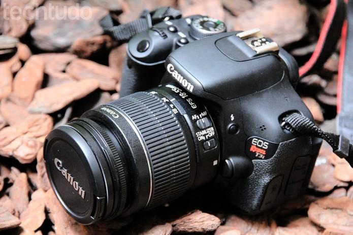 Máquina T3i é um dos modelos de entrada da Canon (Foto: Anna Kellen/TechTudo)