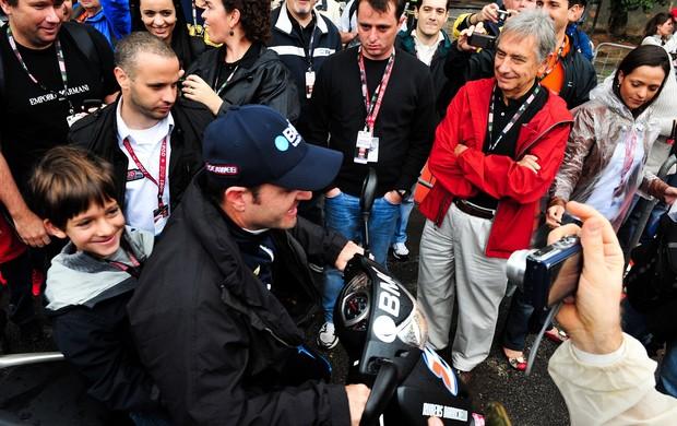 Indy - Rubens Barrichello recebe o carinho dos fãs em São Paulo (Foto: Claudio Capucho / FotoArena)