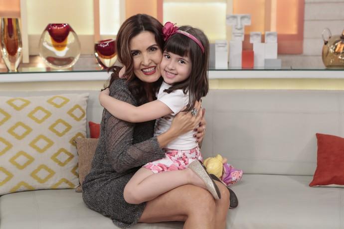 Momento fofura: Fátima com a menina que participou do programa  (Foto: Felipe Monteiro/Gshow)