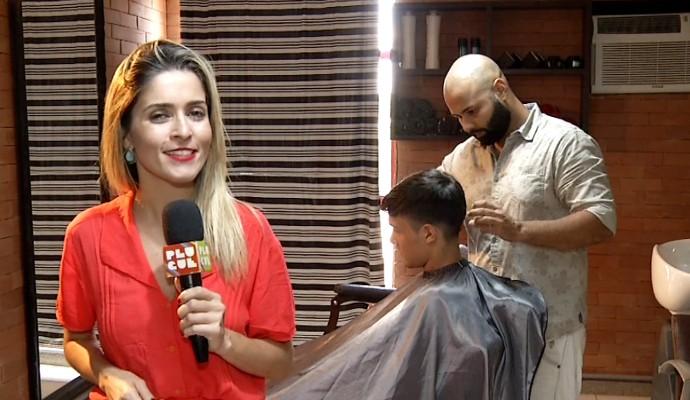 'Plugue' vai mostrar o corte de cabelo que tem feito a cabeça dos garotos  (Foto: Plugue)