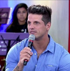Fernando fala sobre não conseguir entrar em voo (Encontro com Fátima Bernardes/TV Globo)