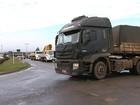 PRF impede manifestação de caminhoneiros na BR-101, em Itajaí