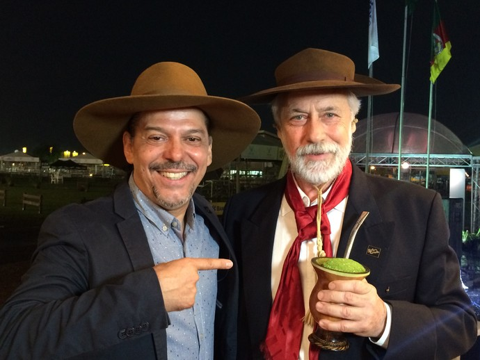 Neto Fagundes conversou com Mano Lima lá na Expointer.  (Foto: Daniel Bittencourt/RBS TV)