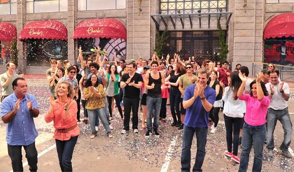 Atores se reuniram na cidade cenográfica da novela para a gravação (Foto: João Miguel Jr./ TV Globo)