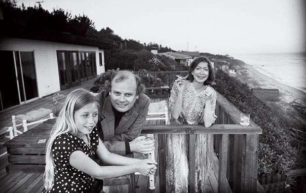MEMÓRIAS DOLORIDAS Quintana, John Gregory Dunne e Joan Didion em Malibu, em 1976. As lembranças mostram como os momentos felizes foram vividos (Foto: John Bryson/Sygma/Corbis)