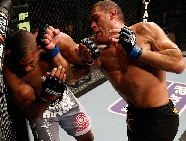 UFC 156 Alistair Overeem  Antonio Pezao Silva (Foto: Agência Getty Images)