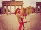 Sophia Abrahão e Fiuk posam apaixonados em Berlim