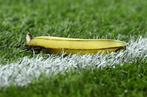 Foto (Foto: Banana se transformou em símbolo do racismo nos estádios do Brasil e da Europa/AFP)