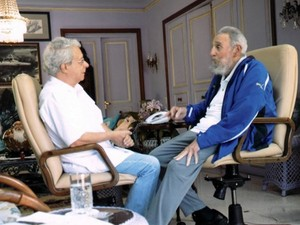 Frei Betto e Fidel Castro durante encontro neste domingo (16) (Foto: Cubadebate/AFP)