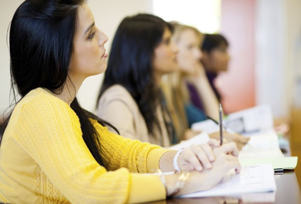 SEGUNDO A ASSESSORIA DE IMPRENSA DA SECRETARIA DA EDUCAÇÃO, A GESTÃO PÚBLICA NÃO DETERMINA QUE O EXAME É OBRIGATÓRIO, MAS AS MULEHERES DEVEM APRESANTAR UM RELATÓRIO PARA COMPROVAR QUE NUNCA TIVERAM RELAÇÃO SEXUAL (Foto: Thinkstock)