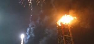 Tradicional fogueira é acesa por frades na véspera de São Pedro (André Hilton / TV Asa Branca)
