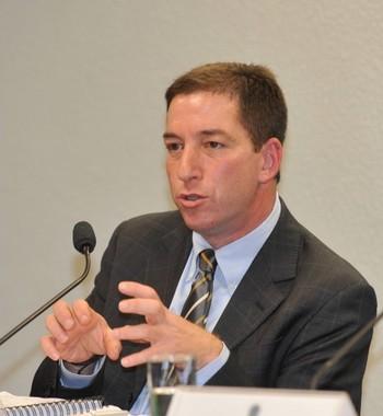Greenwald: Governo dos EUA quer espionar todas as comunicações no mundo