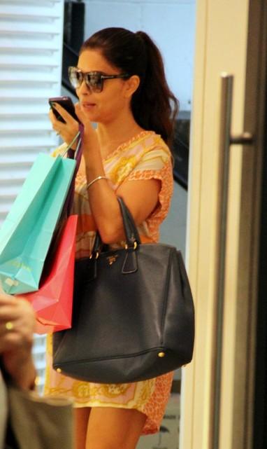 Juliana Paes no shopping  (Foto: Marcus Pavão / AgNews)