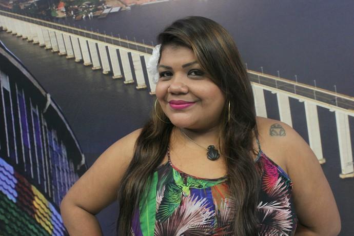 Márcia Siqueira é amante de muiraquitãs (Foto: Katiúscia Monteiro/ Rede Amazônica)