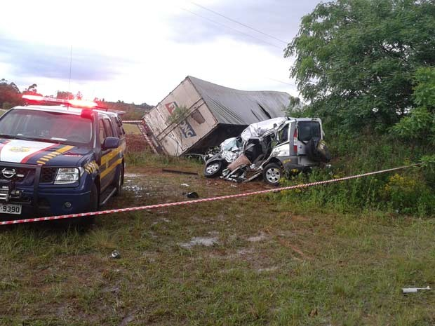 Acidente provocou a morte de três pessoas no local (Foto: Mariane Schlindwein/RBS TV)