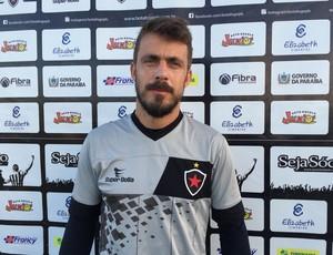 Michel Alves, goleiro do Botafogo-PB (Foto: Lucas Barros / GloboEsporte.com/pb)