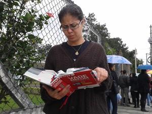 Gisele, de Poá, diz que já gasto R$ 2 mil apenas nas inscrições para a prova da OAB. (Foto: Carolina Paes/G1)