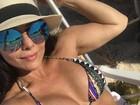 Viviane Araújo posta foto de biquíni e fãs elogiam corpão: 'Chorei na barriga'