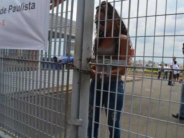 Portão é fechado às 13h para o vestibular da Unicamp em Campinas (SP) (Foto: Marina Ortiz/ G1)