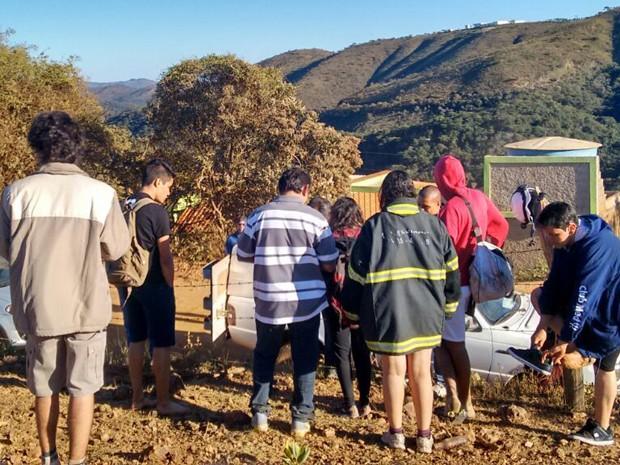 Grupo de jovens é resgatado em mata da Região Metrpolitana de Belo Horizonte (Foto: Corpo de Bombeiros de Minas Gerais/Divulgação)