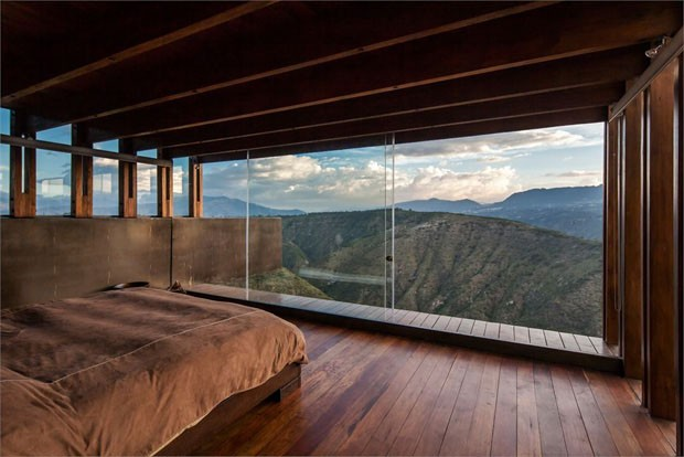 Nada al m de a o madeira e vidro casa vogue arquitetura for Mountain house plans with a view