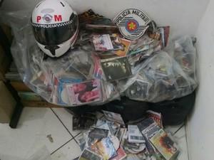 Polícia apreende mais de 4 mil mídias piratas em Araçariguama (Foto: Divulgação/ Polícia Militar)