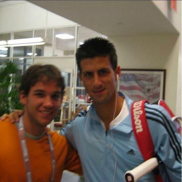 Foto com Djokovic salvou advogado que largou tudo para viver com refugiados (Foto: Reprodução/Instagram)