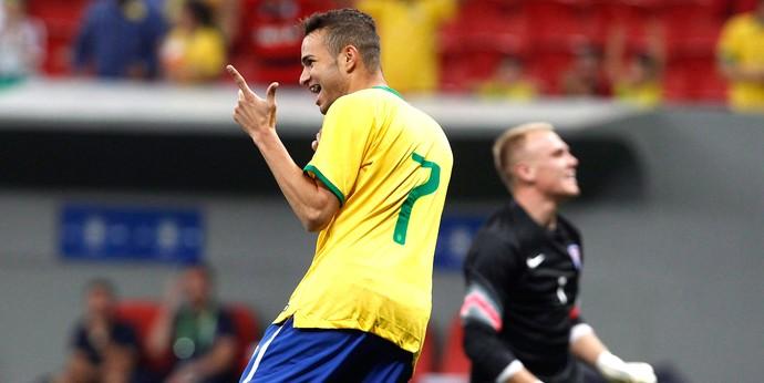Luan comemora gol do Brasil contra o Estados Unidos - Amistoso SUb-21 (Foto: Jorge William / Agência O Globo)
