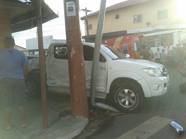 Caminhote envolvida no acidente ocorrido no bairro Santa Clara (Foto: Bena Santana/ G1)