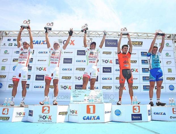 Pódio masculino da Copa América de Ciclismo Chamorro campeão Pindamonhangaba domina (Foto: Marcio Kato /MBraga Comunicação)