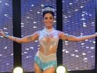 Aline Riscado usa look transparente em gravação para o carnaval