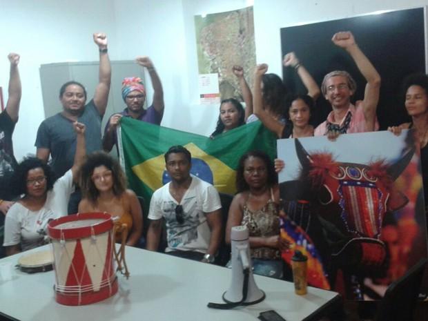 Representantes do Conselho Nacional de Cultura, professores e artistas participam de protesto na sede do IPHAN em São Luís (Foto: G1 MA)