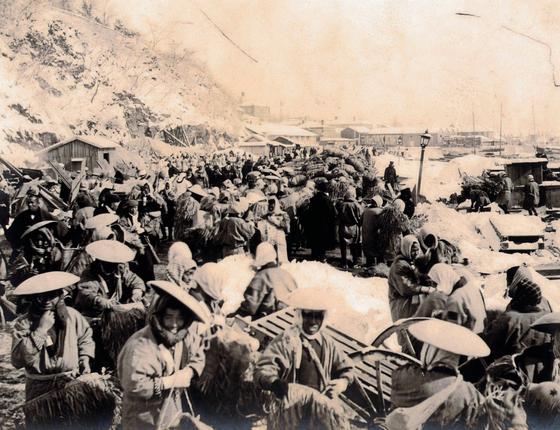 Trabalhadores japoneses e coreaos durante a Guerra Russo-Japonesa,em 1904 (Foto:   Universal History Archive/Getty Images)