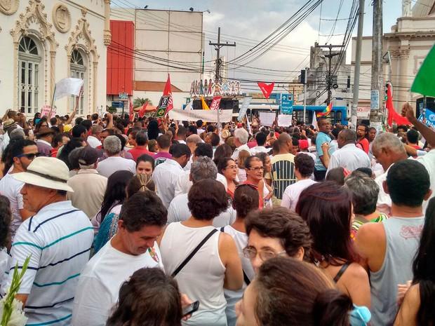 Manifestantes fazem caminhada no centro de Salvador a favor do governo Dilma. Bahia (Foto: Maiana Belo/ G1)
