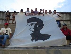 Torcida do Universitario contra o Atlético-PR na Vila Capanema (Foto: Fernando Freire)
