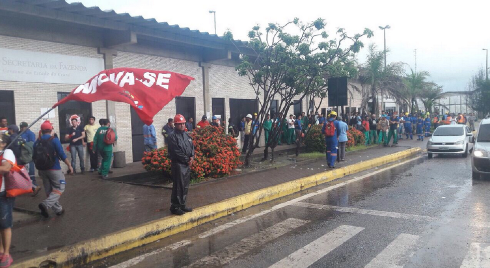 A manifestação em Fortaleza é organizada pelo Sindicato Mova-se, dos servidores públicos estaduais. (Foto: Roberto Leite/G1 Ceará)