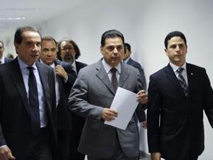 O governador Marconi Perillo (GO) e parlamentares do PSDB após reunião da CPI do Cachoeira no final de maio (Foto: Jonas Pereira/Agência Senado)